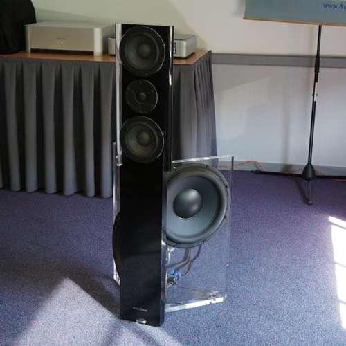 AudioSense staat er weer met zijn zeer open klinkende speaker.