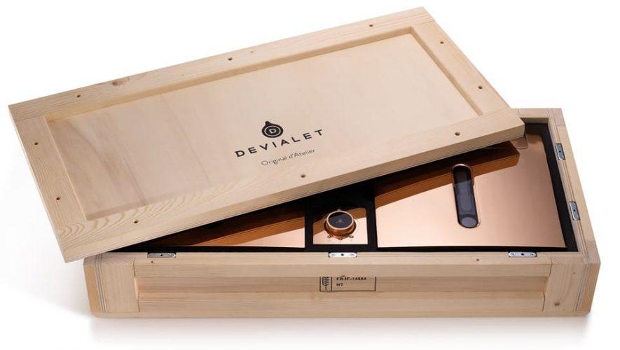 De Devialet 900 Original d'Atelier ziet er ook in de verpakking mooi uit
