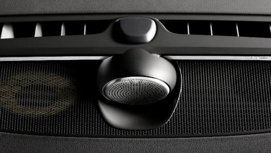 De Tweeter-On_top-configuratie máákt het Bowser & Wilkins audiosysteem voor de S90