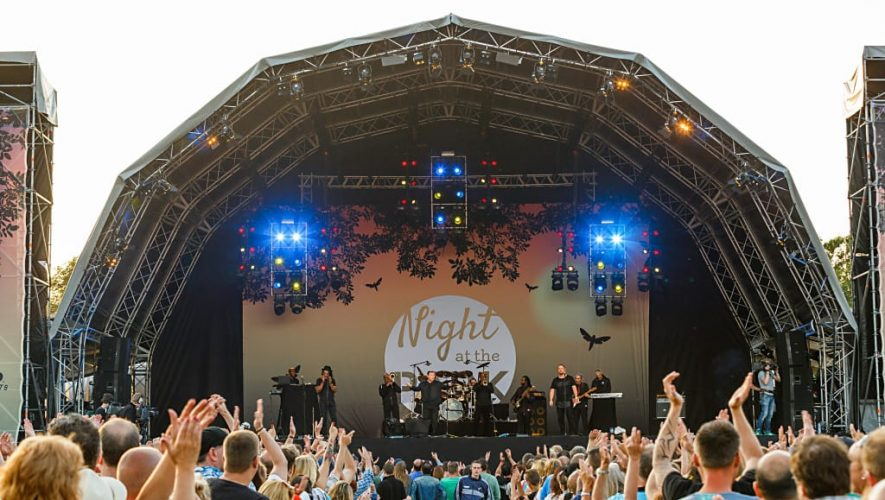 UB40 ft. Ali, Mickey & Astro op Night at the Park in 2015
