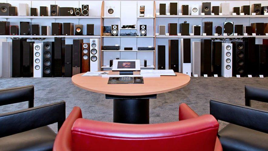 Meer dan genoeg keuze aan speakers bij Poulissen, wat het inruilen van uw oude beestjes makkelijker maakt.