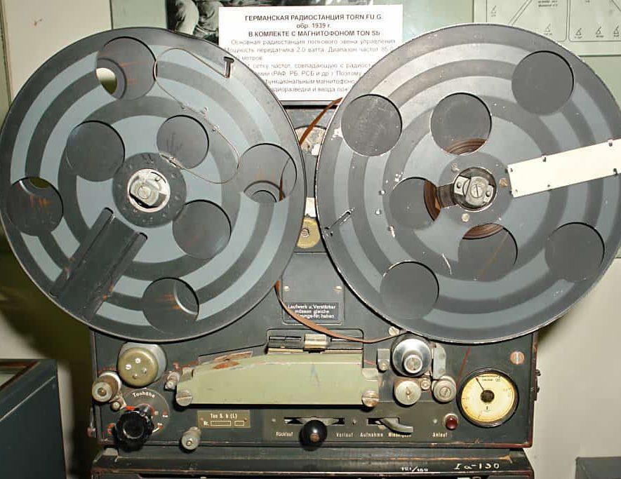 Liefhebbers van analoog geluid kunnen binnenkort hun hart ophalen in Krefeld (bron afbeelding: https://commons.wikimedia.org/wiki/File:Ton_S.b,_tape_unit.jpg)