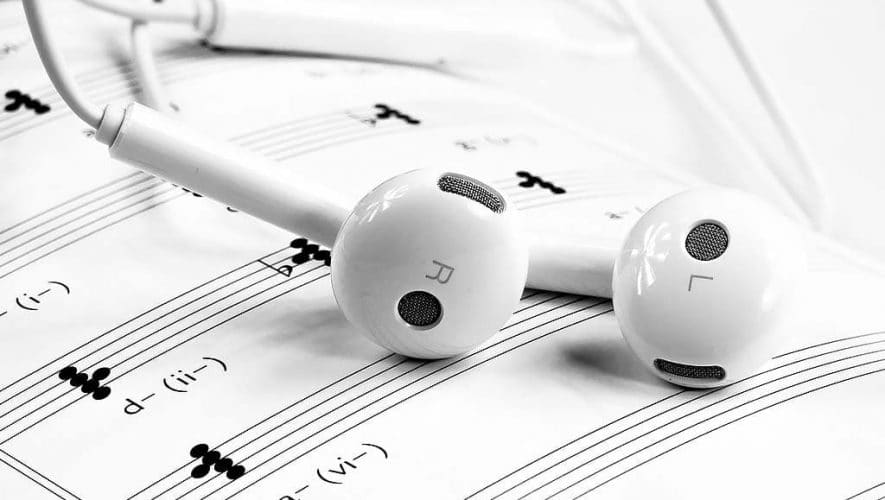 VPRO's Vrije Geluiden zorgt weer voor kijk- en luisterplezier (bron afbeelding: https://pixabay.com/nl/muziek-hoofdtelefoon-white-1874621/)