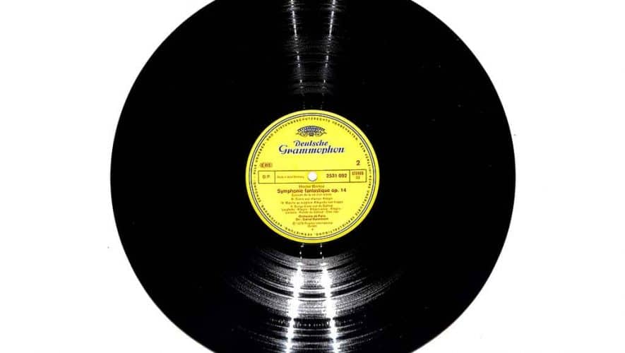 De LP bestaat deze maand 70 jaar (bron afbeelding: https://pl.m.wikipedia.org/wiki/Plik:Vinyl_LP.jpg)