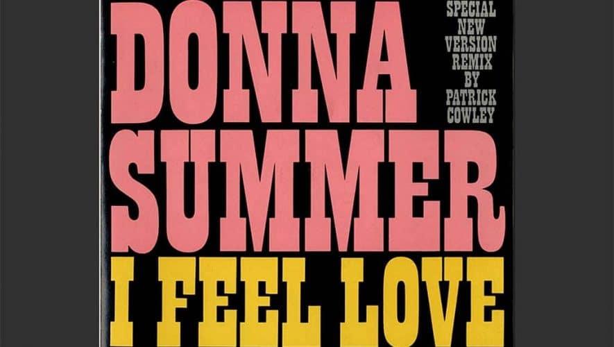 I Feel Love in de 15 minuten durende remix-versie van Cowley (bron afbeelding: https://commons.wikimedia.org/wiki/File:Donna_summer_i_feel_love_patrick_cowley_remix_seven-inch_europe.jpg)