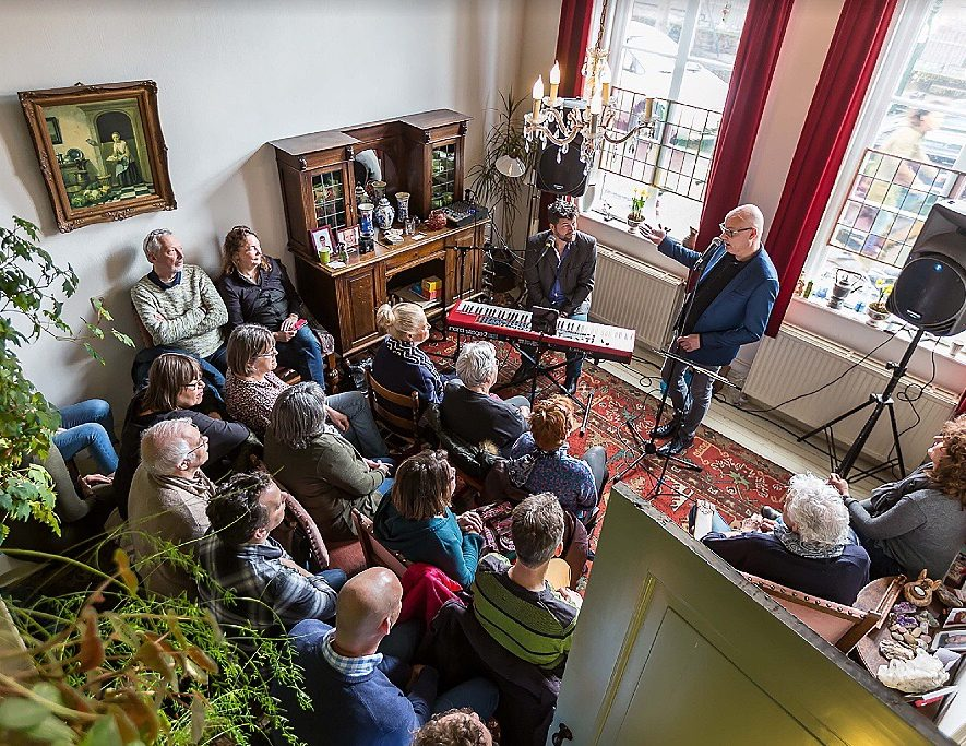 Gluren bij de Buren, foto Maarten J Eykman