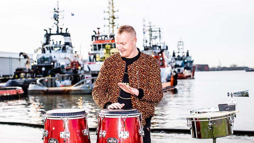 De Rotterdamse percussionist Steven Brezet speelt vanaf 28 februari als eerste en enige Nederlander op het wereldberoemde Braziliaanse carnaval 'Salvador da Bahia'