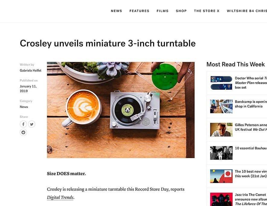 De Crosley micro-platenspeler zoals te zien op de site van The Vinyl Factory